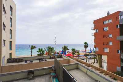 Apartment on the beach with swimming pool, only 10 minutes from Barcelona